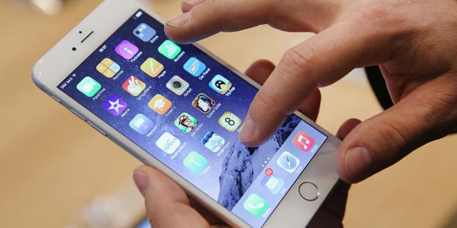 Homem constrói seu próprio iphone 6s com peças compradas nas ruas de Shenzhen na China